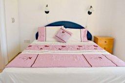 Спальня. Кипр, Корал Бэй : Комфортабельная вилла с 3-мя спальнями, с бассейном, уютным двориком с патио и барбекю