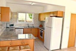 Кухня. Кипр, Корал Бэй : Комфортабельная вилла с 3-мя спальнями, с бассейном, уютным двориком с патио и барбекю