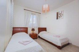 Спальня 2. Кипр, Аргака : Шикарная вилла с 4-мя спальнями, с бассейном и джакузи, красивым ландшафтным садом, патио, барбекю, настольным теннисом теннисом и бильярдом