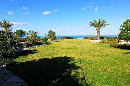 Территория. Кипр, Аргака : Эксклюзивная вилла с беспрепятственным видом на море, с 4-мя спальнями, с бассейном и джакузи, красивым ландшафтным садом, патио, барбекю, настольным теннисом теннисом и бильярдом, сауной тренажерным залом