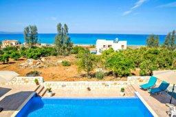 Бассейн. Кипр, Аргака : Чудесная вилла с потрясающим видом на Средиземное море и горы, с 3-мя спальнями, с бассейном, тенистой террасой с патио и барбекю, расположена в нетронутой зоне Argaka