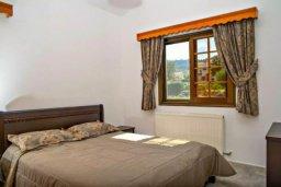Спальня. Кипр, Аргака : Чудесная вилла с потрясающим видом на Средиземное море и горы, с 3-мя спальнями, с бассейном, тенистой террасой с патио и барбекю, расположена в нетронутой зоне Argaka