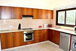 Кухня. Кипр, Лачи : Прекрасная вилла с панорамным видом на море, с 3-мя спальнями, с бассейном, приватным двориком с патио и барбекю