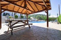 Патио. Кипр, Аргака : Волшебная вилла с видом на залив Chrysochou Bay и на полуостров Akamas, с 3-мя спальнями, с бассейном, приватным двориком с беседкой с патио и барбекю