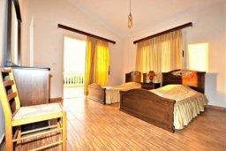 Спальня 3. Кипр, Аргака : Прекрасная современная вилла с 4-мя спальнями, с бассейном, уютным двориком с патио и барбекю, расположена всего в  200 метрах от пляжа