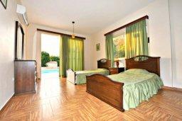 Спальня 4. Кипр, Аргака : Прекрасная современная вилла с 4-мя спальнями, с бассейном, уютным двориком с патио и барбекю, расположена всего в  200 метрах от пляжа