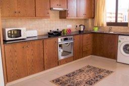 Кухня. Кипр, Ларнака город : Современный просторный и комфортный таунхаус с 3-мя спальнями для 7-ых человек в тихом и спокойном месте.