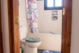Ванная комната. Кипр, Ларнака город : Современный просторный и комфортный таунхаус с 3-мя спальнями для 7-ых человек в тихом и спокойном месте.