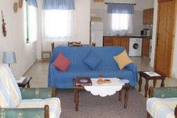 Гостиная. Кипр, Катикас : Прекрасная квартира с 2 спальнями для 5-х гостей в комплексе с бассейном и садом
