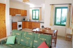 Гостиная. Кипр, Катикас : Прекрасная квартира с 2 спальнями для 6-х гостей в комплексе с бассейном и садом