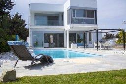 Фасад дома. Кипр, Перволия : Современная пляжная вилла с бассейном и зеленым двориком, 3 спальни, 3 ванные комнаты, барбекю, парковка, Wi-Fi