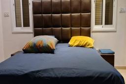 Спальня. Кипр, Пиргос : Великолепная вилла с видом на Средиземное море, с 3-мя спальнями, с бассейном, солнечной террасой с патио и барбекю, расположена