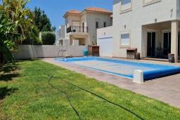 Вид на виллу/дом снаружи. Кипр, Пиргос : Великолепная вилла с видом на Средиземное море, с 3-мя спальнями, с бассейном, солнечной террасой с патио и барбекю, расположена