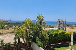 Вид на море. Кипр, Пиргос : Великолепная вилла с видом на Средиземное море, с 3-мя спальнями, с бассейном, солнечной террасой с патио и барбекю, расположена
