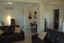 Гостиная. Кипр, Нисси Бич : Современная вилла с бассейном и приватным двориком с барбекю, просторная гостиная, 2 спальни, парковка, Wi-Fi