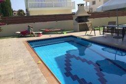 Бассейн. Кипр, Нисси Бич : Современная вилла с бассейном и приватным двориком с барбекю, просторная гостиная, 2 спальни, парковка, Wi-Fi