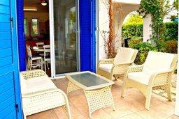 Патио. Кипр, Лачи : Удивительная пляжная вила в греческом стиле с панорамным видом на море, с 3-мя спальнями, с бассейном, ландшафтным садом и тенистой террасой с патио