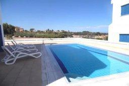 Бассейн. Кипр, Каппарис : Потрясающая вилла с видом на Средиземное море, с 4-мя спальнями, 4-мя ванными комнатами, бассейном, большой террасой, барбекю, расположена в Каппарисе в 100 метрах от пляжа