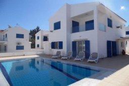 Вид на виллу/дом снаружи. Кипр, Каппарис : Потрясающая вилла с видом на Средиземное море, с 4-мя спальнями, 4-мя ванными комнатами, бассейном, большой террасой, барбекю, расположена в Каппарисе в 100 метрах от пляжа