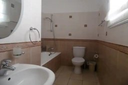 Ванная комната. Кипр, Каппарис : Потрясающая вилла с видом на Средиземное море, с 4-мя спальнями, 4-мя ванными комнатами, бассейном, большой террасой, барбекю, расположена в Каппарисе в 100 метрах от пляжа