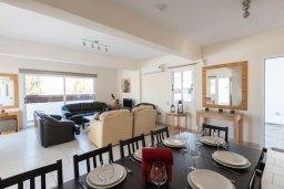 Обеденная зона. Кипр, Сиренс Бич - Айя Текла : Прекрасная вилла с бассейном и двориком с барбекю, 4 спальни, 3 ванные комнаты, парковка, Wi-Fi