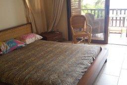 Спальня. Кипр, Менеу : Прекрасная пляжная вилла с зеленым двориком с барбекю, 3 спальни, 2 ванные комнаты, парковка, Wi-Fi