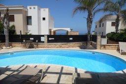 Бассейн. Кипр, Коннос Бэй : Современная вилла с бассейном и двориком с барбекю и патио, 100 метров до моря,