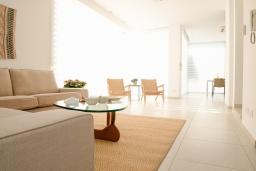 Гостиная. Кипр, Декелия - Пила : Современная вилла с бассейном в 50 метрах от пляжа, 2 спальни, парковка, Wi-Fi