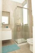 Ванная комната. Кипр, Декелия - Пила : Современная вилла с бассейном в 50 метрах от пляжа, 2 спальни, парковка, Wi-Fi