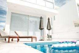 Бассейн. Кипр, Декелия - Пила : Современная вилла с бассейном в 50 метрах от пляжа, 2 спальни, парковка, Wi-Fi