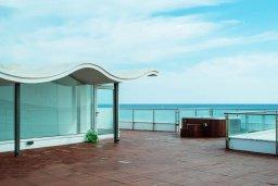 Терраса. Кипр, Декелия - Пила : Роскошная пляжная вилла с бассейном и террасой с шикарным видом на море, 4 спальни, патио, джакузи, парковка, Wi-Fi