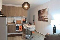 Кухня. Кипр, Ларнака город : Современный апартамент в 10 минутах ходьбы от центральной набережной, с гостиной, тремя спальнями и двумя ванными комнатами