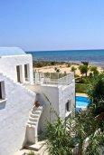 Фасад дома. Кипр, Ионион - Айя Текла : Прекрасная вилла с бассейном напротив пляжа и с видом на море, 3 спальни, 2 ванные комнаты, парковка, Wi-Fi