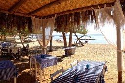 Ближайший пляж. Кипр, Ионион - Айя Текла : Прекрасная вилла с бассейном напротив пляжа и с видом на море, 3 спальни, 2 ванные комнаты, парковка, Wi-Fi
