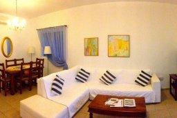 Гостиная. Кипр, Ионион - Айя Текла : Прекрасная вилла с бассейном напротив пляжа, 3 спальни, 2 ванные комнаты, парковка, Wi-Fi