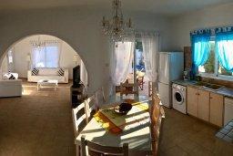 Кухня. Кипр, Ионион - Айя Текла : Прекрасная вилла с бассейном напротив пляжа, 4 спальни, 3 ванные комнаты, парковка, Wi-Fi