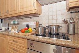 Кухня. Кипр, Фиг Три Бэй Протарас : Удивительная вилла с 3-мя спальнями, 2-мя ванными комнатами, с бассейном, солнечной террасой с патио и барбекю, расположена недалеко от знаменитого пляжа Fig Tree Bay