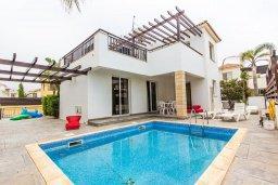 Фасад дома. Кипр, Ионион - Айя Текла : Прекрасная вилла с бассейном и приватным двориком недалеко от пляжа, 3 спальни, 2 ванные комнаты, патио, барбекю, парковка, Wi-Fi
