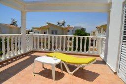 Балкон. Кипр, Ионион - Айя Текла : Прекрасная вилла с зеленым двориком недалеко от пляжа, 3 спальни, терраса для загара, парковка, беседка, Wi-Fi