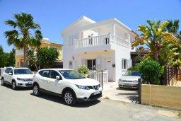 Фасад дома. Кипр, Ионион - Айя Текла : Прекрасная вилла с зеленым двориком недалеко от пляжа, 3 спальни, терраса для загара, парковка, беседка, Wi-Fi