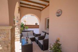 Патио. Кипр, Ионион - Айя Текла : Роскошная вилла с бассейном и просторным двориком, 2 спальни, барбекю, парковка, Wi-Fi