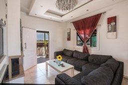 Гостиная. Кипр, Ионион - Айя Текла : Роскошная вилла с бассейном и просторным двориком, 2 спальни, барбекю, парковка, Wi-Fi