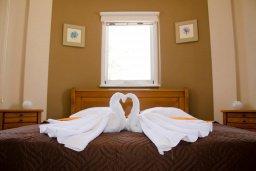Спальня. Кипр, Ионион - Айя Текла : Уютная вилла с бассейном и двориком с патио и барбекю, 3 спальни, 2 ванные комнаты, парковка, Wi-Fi