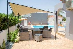 Патио. Кипр, Ионион - Айя Текла : Уютная вилла с бассейном и двориком с патио и барбекю, 3 спальни, 2 ванные комнаты, парковка, Wi-Fi