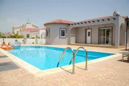 Фасад дома. Кипр, Ионион - Айя Текла : Уютная вилла с бассейном и двориком с патио и барбекю, 3 спальни, 2 ванные комнаты, парковка, Wi-Fi