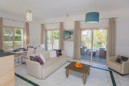 Гостиная. Кипр, Лачи : Роскошная вилла с бассейном и зеленым двориком с барбекю, 100 метров до пляжа, 4 спальни, 3 ванные комнаты, парковка, Wi-Fi