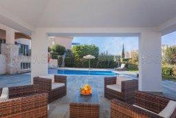 Патио. Кипр, Лачи : Роскошная вилла с бассейном и зеленым двориком с барбекю, 100 метров до пляжа, 4 спальни, 3 ванные комнаты, парковка, Wi-Fi