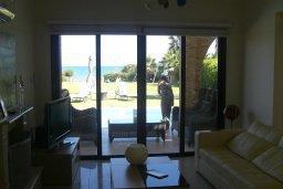 Гостиная. Кипр, Ионион - Айя Текла : Роскошная пляжная вилла с бассейном и зеленым двориком, 4 спальни, 4 ванные комнаты, парковка, Wi-Fi