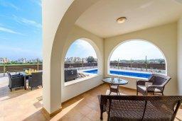 Терраса. Кипр, Ионион - Айя Текла : Современная вилла с бассейном и двориком с барбекю, 3 спальни, 2 ванные комнаты, парковка, Wi-Fi