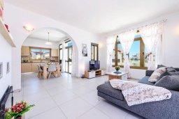 Гостиная. Кипр, Ионион - Айя Текла : Современная вилла с бассейном и двориком с барбекю, 3 спальни, 2 ванные комнаты, парковка, Wi-Fi